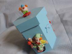 Linda Caixinha de Madeira, decorada com palhacinhos.  Ótima Opção para o quarto do bebê. R$ 31,00
