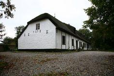 Lerup Præstegaard opført 1672. Det hævdes, at der findes en ånd i kælderen, som ikke bør forstyrres.