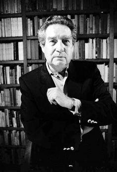Octavio Paz enla biblioteca de su csa en 1989. Foto: Fabrizio Leon Diez