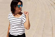 Falda pantalón negra de Oxygene SS15, camiseta de rayas y clutch turquesa de Zara SS15 y sandalias en forma de T con print de cebra también de Zara de otras temporadas. Gafas de sol de Hawkers.