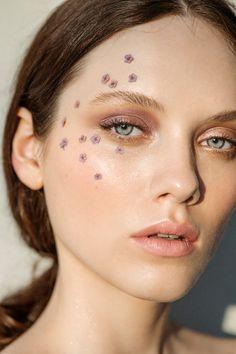 Beauty Editorial - Isabel K. c/o M4Models shot by Sebastian Brüll for Factice Magazine - flowers