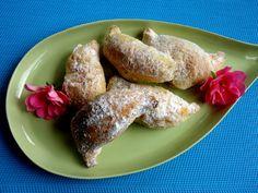 Rumänische Nusshörnchen aus Sauerrahmteig, ein sehr schönes Rezept aus der Kategorie Kekse & Plätzchen. Bewertungen: 58. Durchschnitt: Ø 4,3.