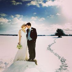 Una boda en la nieve hoy en: www.ideassoneventos.com #ideassoneventos #bodas #weddings #weddingplanner #bodasenlanieve #bodasdiferentes #bodaseninvierno #ideas #invierno #nieve #snow #novias #ideasbodaseninvierno #ideasbodas