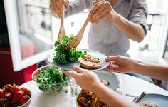 Óleo de coco, nozes, gengibre e muito mais na loja virtual: www.novabenavides.com.br  Alimentos que ajudam a combater o stress  Recomenda ainda o consumo intensivo de couves e brócolos, bagas e nozes, óleo de coco, gengibre, e alimentos ricos em ómega 3 - peixes como a sardinha ou o salmão, por exemplo. A evitar, estão os suspeitos do costume: frituras (com particular ênfase ... #oleodecoco
