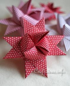 Tutorial on how to create this paper Froebel Star - German Christmas Star Christmas Paper Crafts, Noel Christmas, Christmas Projects, Holiday Crafts, Christmas Ornaments, Origami Christmas, German Christmas Decorations, Danish Christmas, Papier Diy