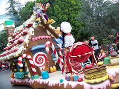 Krewe of Orpheus Parade Float Disney Christmas Parade, Christmas Maze, Christmas Float Ideas, Christmas Parade Floats, Christmas Tree Themes, Christmas Store, Christmas Candy, Christmas Lights, Christmas Holidays