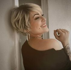 female short hairstyles 2019 Normally short hair makes you appear much younger. But short hair does not suit every type of face. These Short bob hairstyles for different type of hair. Popular Short Hairstyles, Trending Hairstyles, Cool Hairstyles, Female Hairstyles, Modern Hairstyles, Very Short Bob Hairstyles, Layered Hairstyles, Short Hair With Layers, Short Hair Cuts