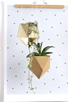 závěsný květináč DIAMOND metallic Origami, Diamond, Cards, Metallic, Geometry, Origami Paper, Diamonds, Maps, Playing Cards