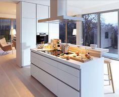 moderne küche mit kochinsel bulthaup b1 weiß matt holz theke
