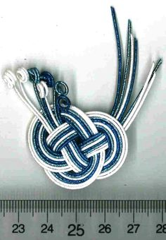 Japanese Ornaments, Weaving Designs, Weaving Art, Shiseido, Diy Accessories, Celtic Knot, Ikat, Friendship Bracelets, Hair Clips