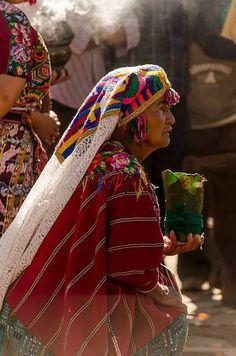 Guatemalan Art, Guatemalan Textiles, Tikal, Mayan Symbols, Image Categories, Amazing Pics, Native Art, Colourful Outfits, True Beauty
