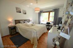 Tässä makuuhuoneessa on kivasti tilaa. http://asunnot.oikotie.fi/myytavat-asunnot/8433989