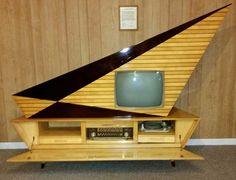 Kuba Komet TV and victrola