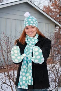How to make your own mittens scarf and hat with thatswhatchesaid.net