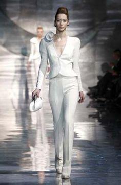 Comodità ed eleganza per la sposa in pantaloni lunghi -Armani 2011