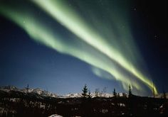 What are the 10 best spots on Earth to watch the auroras? Learn about 10 places that offer incredible views of the auroras.