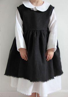 La Princesse au Petit Pois. This would be wonderful in many different fabrics. So quaint.