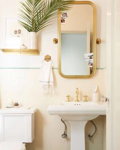 The 9 Best Small Bathroom Paint Colors MyDomaineis free HD Wallpaper. Thanks for you visiting The 9 Best Small Bathroom Paint Colors MyDom. Tropical Bathroom, Small Bathroom Colors, Vintage Bathroom, Small Bathroom Storage, Small Bathroom Paint, Small Bathroom Paint Colors, Rental Bathroom Makeover, Painting Bathroom, Bathroom Inspiration