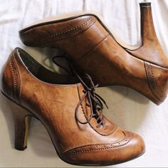 Oxford Heels Classy, vintage-looking Oxford heels with distressed finish. Used, but in excellent condition! Shoes Heels