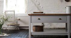 classic English kitchen with freestanding island (deVOL)