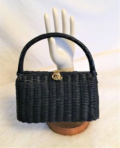 Vintage Navy Blue Wicker Box Purse by Lesco Lona Vintage Purses, Brass Hardware, Straw Bag, Wicker, 1960s, Navy Blue, Buy And Sell, Box, Leather