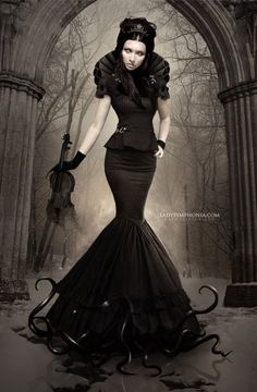 Top Gothic Fashion Tips To Keep You In Style. As trends change, and you age, be willing to alter your style so that you can always look your best. Consistently using good gothic fashion sense can help Goth Beauty, Dark Beauty, Gothic Steampunk, Victorian Gothic, Dark Fashion, Gothic Fashion, Style Fashion, Fashion Clothes, Fashion Beauty