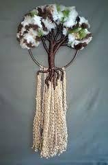 Resultado de imagen para arbol de la vida en macrame Weaving Wall Hanging, Weaving Art, Loom Weaving, Wire Crafts, Diy And Crafts, Arts And Crafts, Dream Catcher Tutorial, Adult Crafts, Fabric Art