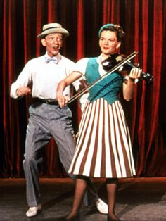 Fred Astaire & Judy Garland in Easter Parade, 1948 - love Judy's outfit! Would definitely wear it.