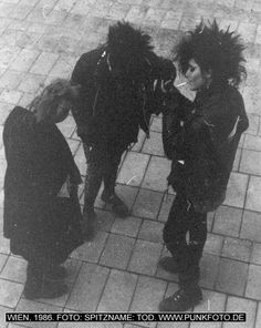archive/website of Karl Nagel. His punkarchive is an example for The Postpunk Project. 80s Goth, Grunge Goth, Punk Goth, Vintage Goth, Grunge Outfits, Estilo Punk Rock, Goth Subculture, Riot Grrrl, New Romantics