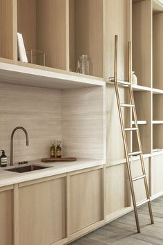 A minimalist kitchen is easy to clean and maintain. It looks chic and in tune with modern interior décor. Minimalism helps to relieve the clutters of a small home as well as a spacious one. Kitchen Interior, New Kitchen, Kitchen Wood, Kitchen Ideas, Kitchen Layout, Kitchen Counters, Kitchen Modern, Kitchen Decor, Space Kitchen