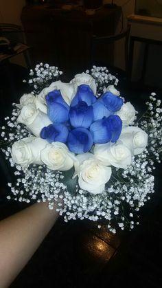 Ramo de novia en azul y blanco, rosas ecuatorianas. bouquet