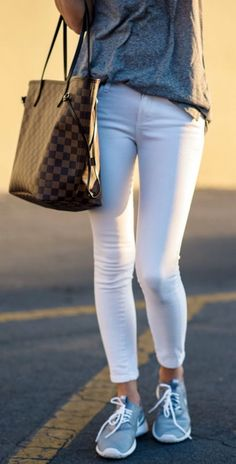 Cool 44 Super Cute Spring Outfit Ideas You Should Try. More at https://trendwear4you.com/2018/03/09/44-super-cute-spring-outfit-ideas-try/