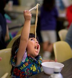 This is really how I feel when eating Ramen Noodles, trying to get the whole noodle in my mouth starting at the end. Funny Kids, Funny Cute, Cute Kids, Cute Asian Babies, Cute Babies, Little Babies, Baby Kids, Couple With Baby, Light Of Life