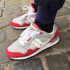 Saucony Shadow 5000 de @la.binocle --------------------------------------------#sadp#snkrhds#runnersonly #solesociety#sneakerholic#solecollector#sneakerfreaker#sneakercommunity#sneakerfreakerofficial#instakicks#igsneakergang#igsneakercommunity#kicks#kickstagram#kicksoftheday#runnergang#TheRealBlackLis#nicekicks#crookedtongues#44runners#shoeporn#sneakeraddict#mydailystreet#womft#wdywt#thedropdate#runnersclubuk#crepecity#shadowlurking#shadowmob by romigourmi