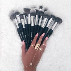 Looking for the best makeup brushes? Readers singled out these 14 makeup brushes for their ability to blend, buff and contour their faces to perfection. From high end to drugstore makeup brushes, see which tools made the cut. Best Makeup Brush Brands, Best Makeup Brushes, Makeup Brush Set, Best Makeup Products, Morphie Brushes, Morphe Brushes Set, Eyeshadow Brushes, Makeup Inspo, Makeup Inspiration
