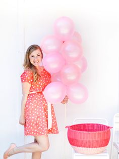 Outdoor balloon stakes add that whimsical touch to a summer backyard party (no helium required!)