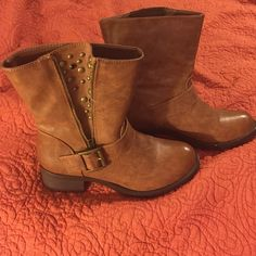 Boots Brown boots with zipper and stud detail Shoes Ankle Boots & Booties