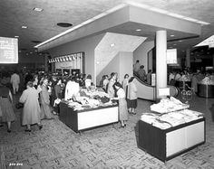 25 incredible photos revealing the history of America's first modern shopping mall Shopping Center, Shopping Mall, Valley Fair, Minnesota Historical Society, Strip Mall, Z Photo, Construction Worker, Three Floor, History Photos