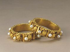 A Pair of Gold Bracelets with the Design of Nine Dragons Playing with Pearls (Qing Dynasty)