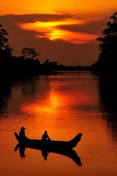 Sunset near the south gate at Angkor Wat, Cambodia (by JonBauer).
