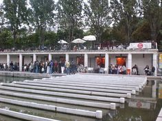 Top 15 des terrasses à Paris > le 25° Est sur le canal de l'ourc à Stalingrad !    Très bon souvenir de cet apéro dans le 19ème arrondissement de Paris avec deux terrasses à des étages différents. Gros coup de coeur pour les planches de charcuterie !    #apero #terrasse #Paris #bar