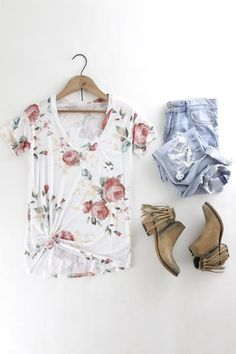 Floral Print V-Neck Tee. Casual spring style. Spring and summer outfits