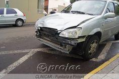 Carro atravessa preferencial e causa acidente com moto no centro da cidade - http://projac.com.br/noticias/carro-atravessa-preferencial-e-causa-acidente-com-moto-no-centro-da-cidade.html
