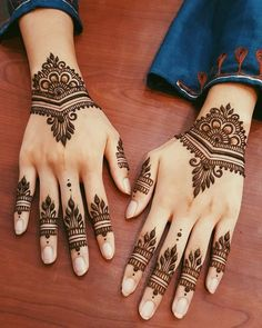 These stuning simple mehndi designs will suits you on every occassion. In Indian culture, mehndi is very important. On every auspicious occasion, women apply mehndi to show the importance of the occasion. Henna Tattoo Designs, Simple Henna Tattoo, Finger Henna Designs, Henna Tattoo Hand, Mehndi Designs For Fingers, Mehndi Simple, Simple Mehndi Designs, Hand Tats, Geometric Designs