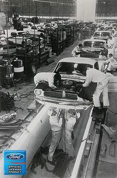 Shelby Amerocan GT 350 Mustang Assembly Line Photos 1965 Mustang, Mustang Fastback, Mustang Cars, Ford Mustangs, Classic Mustang, Ford Classic Cars, Car Ford, Ford Gt, Bicicletas Raleigh
