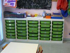 'Les tiroirs', ateliers libres de manipulation et d'expérimentation - Manipulation, Busy Board, Kindergarten, Montessori Materials, Ikea Hack, Life Skills, Classroom Management, Kids And Parenting, Kids Learning