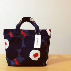 ウニッコ柄は目を惹く可愛さ! このトートバッグを持って通勤すれば、毎日の仕事が楽しみになりそうです。