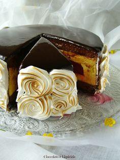 La mia passione sono i dolci: che siano al cucchiaio, crostate, alla frutta, semplici, complicati, freddi o al forno io AMO FARE e mangiare DOLCI. La torta che vi propongo oggi è la versione ridott…