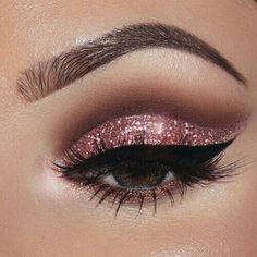 Pageant and Prom Makeup Inspiration. Find more beautiful makeup looks with Pagea. - - Pageant and Prom Makeup Inspiration. Find more beautiful makeup looks with Pageant Planet. Hooded Eye Makeup, Smokey Eye Makeup, Eyeshadow Makeup, Glitter Eyeshadow, Smoky Eye, Cut Crease Makeup, Eyeshadow Palette, Eye Shadow Glitter, Drugstore Makeup