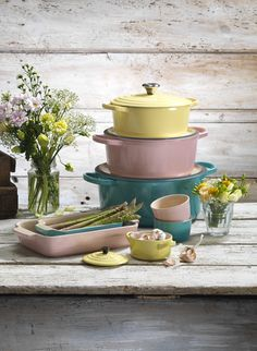 Discover Le Creuset's Bloom Collection... Inspired by the little wonders in nature during the spring/summer months I Le Creuset SS15 Bloom Collection #Bloom #Spring #Summer #Cookware #Pastels #LeCreuset